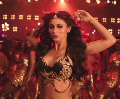 Current Bollywood News & Movies - Indian Movie Reviews, Hindi Music & Gossip - Mouni Roy raises the temp in KGF`s Gali Gali!