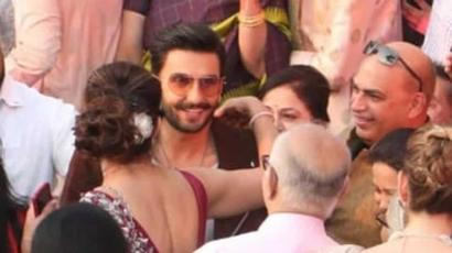 Current Bollywood News & Movies - Indian Movie Reviews, Hindi Music & Gossip - Ranveer Singh gatecrashes wedding, blesses the bride. See pics, video