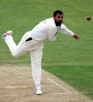 Rediff Sports - Cricket, Indian hockey, Tennis, Football, Chess, Golf - England's spin consultant Saqlain eager to assist Pak spinners