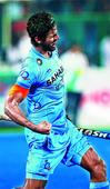 India scrape past Pakistan 3-2