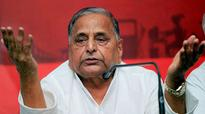 Mulayam asks teaching assistants to vote SP, EC sees a violation
