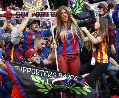 Rediff Sports - Cricket, Indian hockey, Tennis, Football, Chess, Golf - Barca fans boo coach but players rally behind him