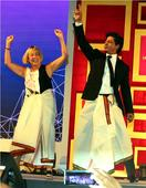 Current Bollywood News & Movies - Indian Movie Reviews, Hindi Music & Gossip - Shah Rukh Khan charms the audience at TED Talks 2017 with his 'lungi dance', watch video!