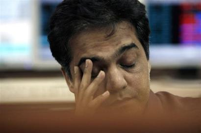 Sensex closes at 1-month low, drops 296 pts in lacklustre trade
