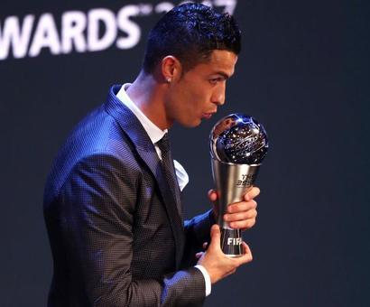 Rediff Sports - Cricket, Indian hockey, Tennis, Football, Chess, Golf - Ronaldo beats Messi to retain FIFA award for world's best player