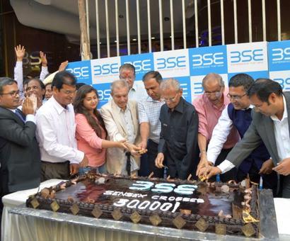 BSE celebrates 30K with 30 kg cake
