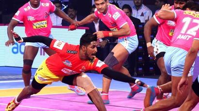 Rediff Sports - Cricket, Indian hockey, Tennis, Football, Chess, Golf - Pro Kabaddi League: Gujarat Fortunegiants beat Jaipur Pink Panthers 34-29