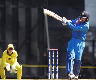 Rediff Cricket - Indian cricket - Women's T20 Tri-series: Australia overpower India by 6 wkts