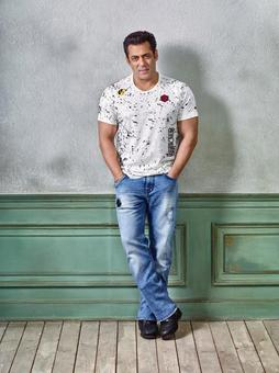 Going the extra mile, Salman Khan continues with his charitable efforts during the month of Ramadan