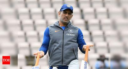 Dhoni's India ambitions might be over: Harsha Bhogle