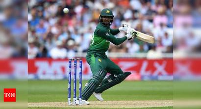 Malik to leave for England on August 15 if he clears two COVID-19 tests