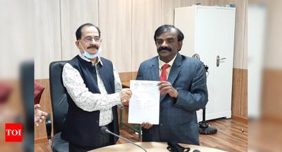 Karpaga Kumaravel assumes office as CUTN VC