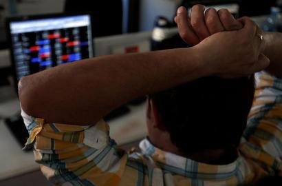 Sensex drops 129 points; Reliance tumbles 2%