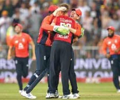 England edge thriller to level series