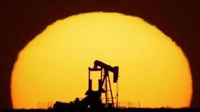 Oil dips on surge in US Covid-19 infections