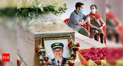 Captain Deepak Sathe's remains flown into Mumbai