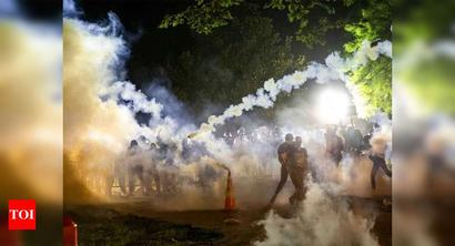 Clashes outside White House as US cities under curfew