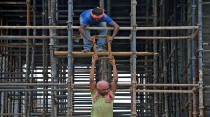 Gratuity payment terms   Parliamentary panel suggests easing 5-year employment criteria to a year