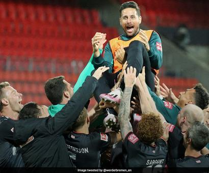 Werder Bremen Boss 'Sorry' For Keeping Pizarro On Bench For Swansong