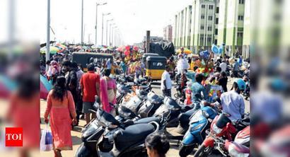 Loop Road turns into market on Marina promenade