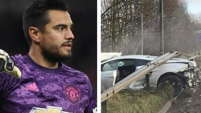 Manchester United keeper Sergio Romero crashes Lamborghini on way to training