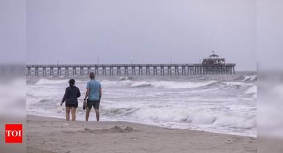 Shops closed, beaches deserted as hurricane Isaias nears the Carolinas
