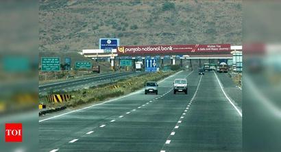 Worli man dies as SUV overturns on e-way, 6 hurt
