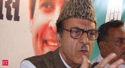 Wife of J&K Congress leader Soz moves SC against his house arrest