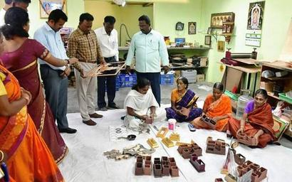 Officials from Puducherry interact with SHGs in Vellore