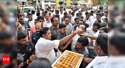 Weed out factionalism: Edappadi K Palaniswami, O Panneerselvam tell AIADMK workers