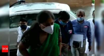 Seeing Vasundhara Raje in green saree, unknown photo journalist blurted the word 'Pakistan'