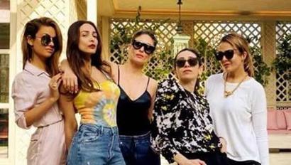 Kareena Kapoor, Malaika Arora pose with their girl friends in no-mask, pre-corona...