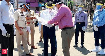 Mumbai: New civic chief checks scene at Nair hospital, Dharavi, warns of surprise visits