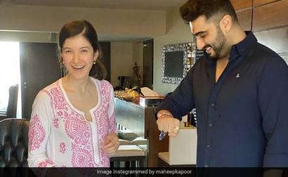 How Sonam, Anshula, Janhvi, Shanaya Made Rakhi Special For Brother Arjun