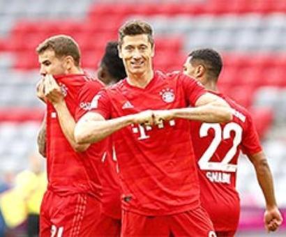 Lewandowski hits brace as Bayern Munich go 10 points clear