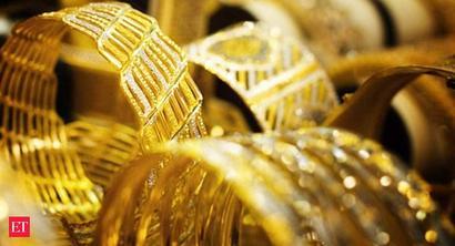 Traders in Mumbai's Zaveri Bazaar stop selling jewellery against credit to retail jewellers