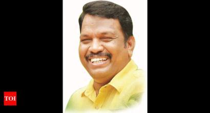 Crack down on illegal roadside business: Michael Lobo to Goa govt