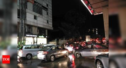 Heavy rains throw traffic out of gear in Hyd