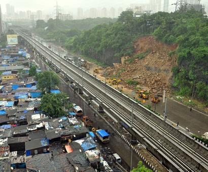 Landslide on WEH after heavy rain, traffic disrupted