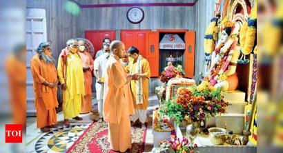 CM performs Guru Purnima prayers at Gorakhnath temple