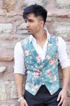 Harrdy Sandhu shows his love for himself by doing this!