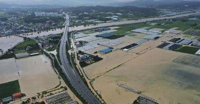 Heavy rain hammers South Korea, leaving 6 dead, 7 missing