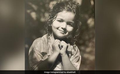 On Alia Bhatt's Childhood Pic, Ranveer Singh's Comment Is A Winner
