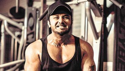 Yo Yo Honey Singh: Meri wife apne haath mein chhadi pakad kar cardio karati hai...