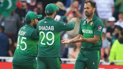 Hafeez, Wahab and four others join Pakistan squad in Worcester after being tested...