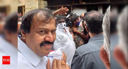 B'luru violence: MLA visits house, turns emotional