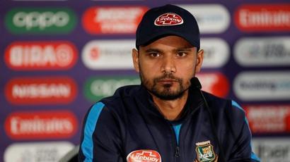Bangladesh captain Mashrafe Mortaza withdraws from national contract