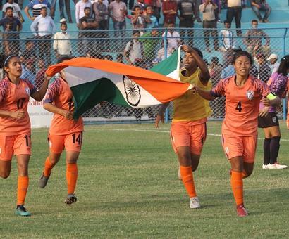 Sunil Chhetri's advice to women footballers
