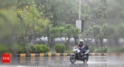 Expect heavy rain till Thursday; Mumbai surpasses yearly average rain