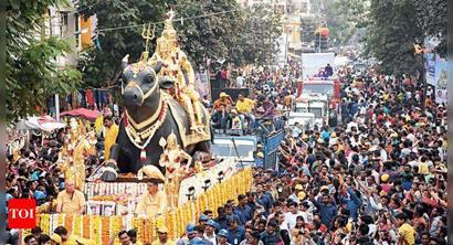 Devotees throng roads for Shivji Ki Savari